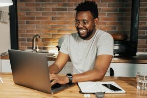 Jovem Trabalhador em TI (1)